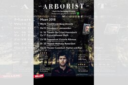 Dolf Jansen en Ierse band Arborist samen het podium op