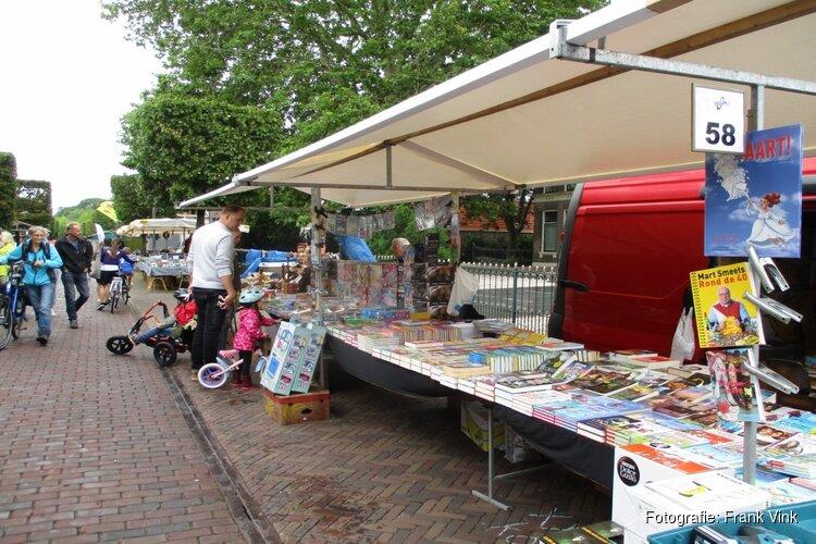 Gezellige drukte op de Brocante markt in Joure