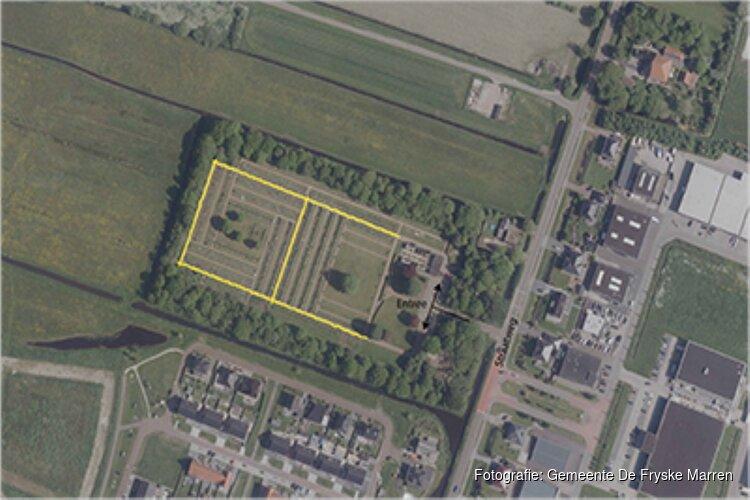 Hoofdpaden begraafplaats Lemmer krijgen nieuwe bovenlaag